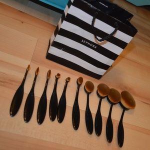Oval Brushes & Black Beauty Blender